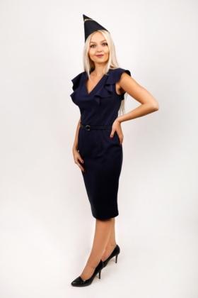 Tmavě modré šaty s páskem, kombinace s čepičkou